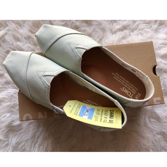 3d0232e6bec Toms mint green canvas shoes size 7.5
